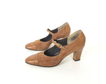 Mary Jane shoes spectator shoes Tan shoes tan heels tan pumps suede shoes 1920s shoes 20s vintage shoes women shoes brown shoe size 7 shoes