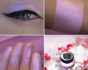 Eyeshadow: Pollen of Unforgettable Flowers - Alchemy. Magical lilac-peach eyeshadow by SIGIL inspired.