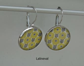 Stud Earrings floral yellow and black