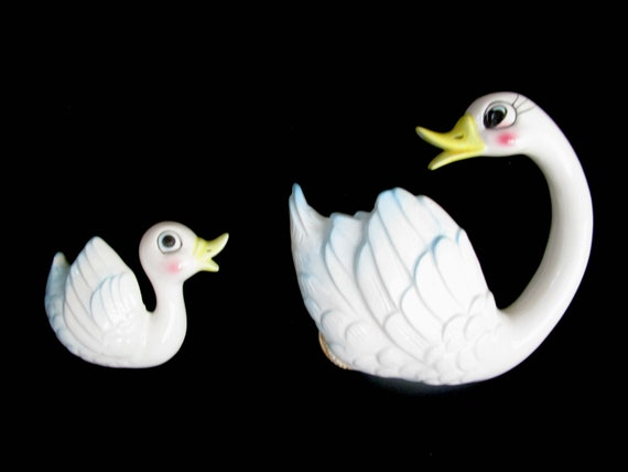 Vintage Swan Wall Plaques, Mother Swan and Baby Swan, Childs Decor, Bath Decor