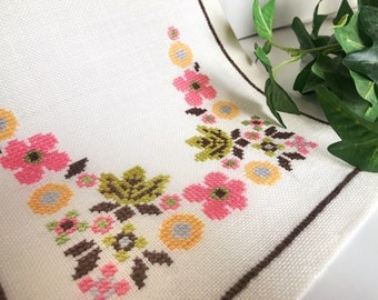 50s floral table runner mid century modern vintage hand embroidered table piece in soft cotton canvas. Made in Sweden. Scandinavian design