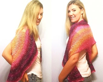 Pink Peach Magenta Gradient Fade Stripe Triangle Shawl, Shades of Pink Shoulder Shawl, Hand Knit Triangle Scarf Light Weight Gradient