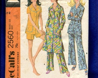 15% OFF SALE 1970's McCall's 2560 Retro Large Lapel Robe & Pajamas Size 18