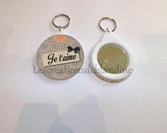"""mirror and key """"special I love 4"""" round is 5.8 cm in diameter"""