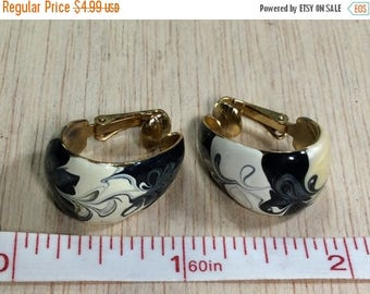 10% OFF 3 day sale Vintage Black And White Enamel Swirl On Gold Tone Clip On Earrings Used