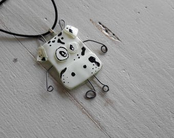 Collar type necklace glass fusing, cow white