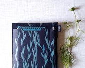 Laptop Sleeve Made to Order, 13in vegan case with back pocket, Navy vegan Felt & cork, custom made cover, screenprinted willow