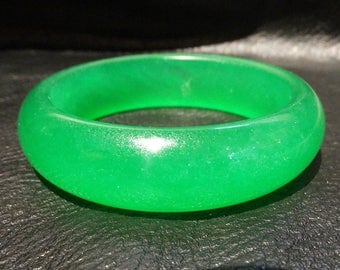Translucent Jade Bangle, Emerald Green, Vintage
