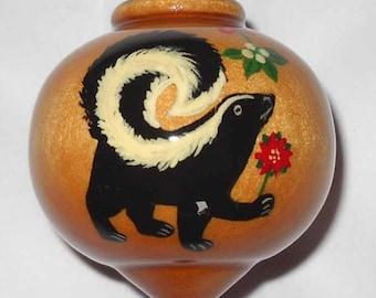 Wooden Christmas Ornament, Skunk under the Mistletoe, WBO-68