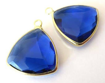 Charm/pendant set, faceted glass gold metal, 20mm, SAPPHIRE triangle