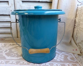 French vintage enamel bucket with lid. French enamel waste basket with lid. Kitchen compost bucket. Petrol blue. Teal enamel bucket
