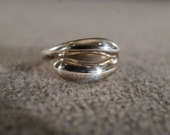 vintage sterling silver statement ring with rounded bypass style, size 4   m10