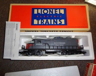 Lionel electric trains,Southern Pacific diesel loco and 3 SP cars in boxes