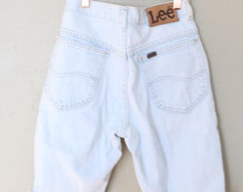 vintage LEE  high rise waist cut off denim mom jean shorts 26