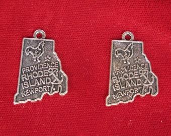 """BULK! 30pc """"Rhode Island"""" charms in antique silver (BC1290B)"""
