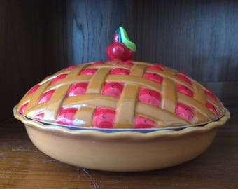 Global Design Connections, Kate Williams Covered Cherry Pie Dish