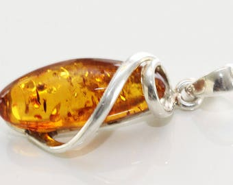 Baltic amber sterling silver 925 pendant. 5.6 g