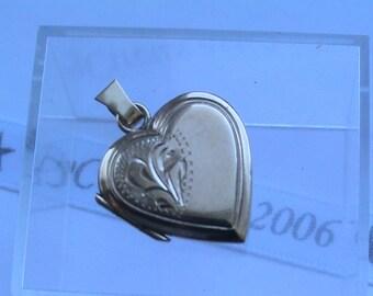 9ct 375 Gold floral engraved Locket