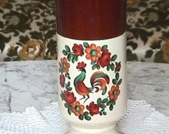 McCoy Pottery Yorkville Vase, McCoy Yorkville Floraline 9 Inch Tall Vase (Inventory #819)