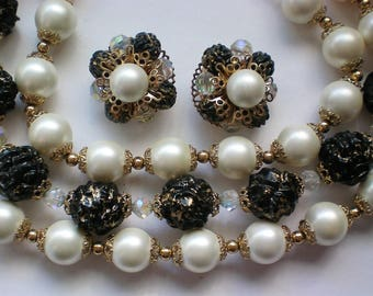 Mid-Century faux Pearl Beaded Necklace with Clip Earrings - 5676