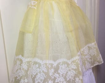 deadstock short half apron sheer pastel yellow with white floral lace trim 2 pockets scalloped design bowtie belt NOS #9