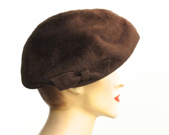 Mid century dark brown fur felt hat, beret style with bow on one side, La Familiare, made in Italy, circa 1940s / 50s