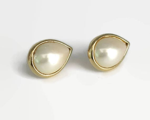 Vintage Trifari faux pearl post stud earrings in gold tone metal setting, tear drop shaped, classic, versatile