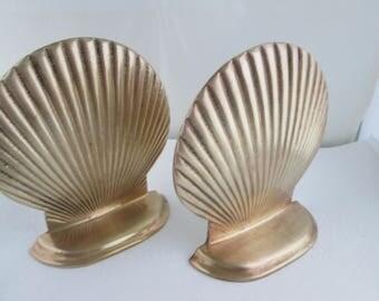 Vintage Brass Scallop Shell Bookend Pair Brass Bookends Shelf Decor Booklovers gift Bookshelf decor Brass pair of bookends Desk decor