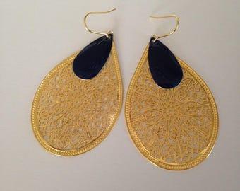 Drops and gold earrings blue enamel