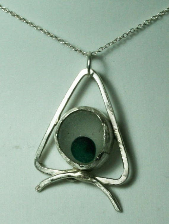 EYE'S A CHRISTMAS TREE - Pendant in Seaglass and Sterling silver