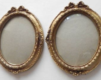 Sweet Pair of Vintage Gold Wall Hanging Frames!
