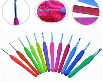 Ergonomic Crochet Hooks Set Letters and Metric Marked Handle 12 Sizes B 2.25mm - L8mm Extremely Comfortable Grip - SMOOTH & EXTRA Long Shaft