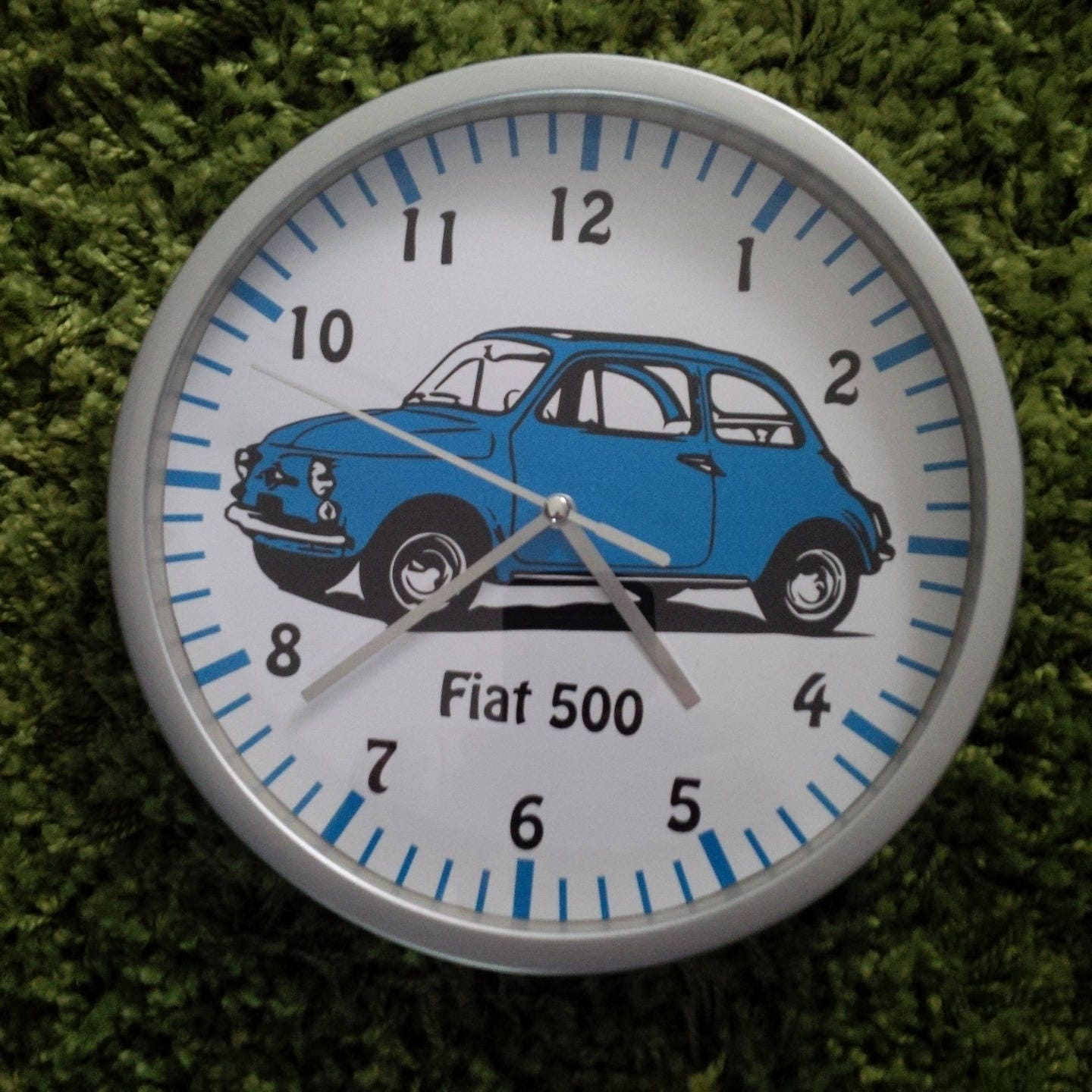 Horloge murale motif voiture fiat 500 bleue for Decoration murale fiat 500