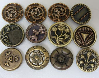 Lot of 12 small antique brass Victorian buttons - petits boutons victoriens