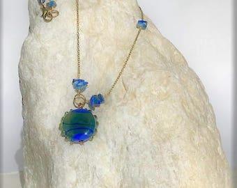 pendentif verre murano bleu lapis sur chaînette vintage en laiton