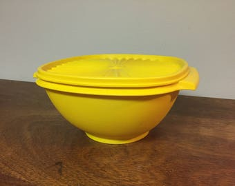 Tupperware Servalier Extra Large Yellow Square Plastic Storage Container 836 with Lid 837
