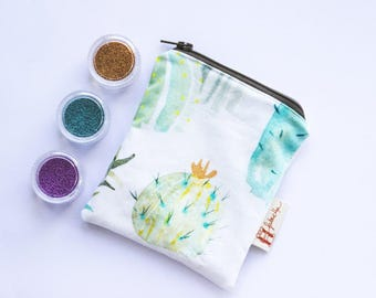 The hand-made cotton clutch bag