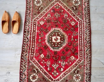SALE!  Persian Iranian Shiraz Rug or Wall Hanging Red Brown Cream 2' x 3.5'