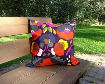 Modern pillow cover from Marimekko linen fabric Hattarakukka, floral Scandinavian accent pillow, flower throw pillow or cushion cover
