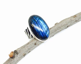 Labradorite. Moonstone Ring set in sterling silver 925. Size -6. Natural authentic labradorite stone.