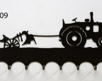 Hangs 26 cm pattern metal keys: tractor with plow toggle clasp