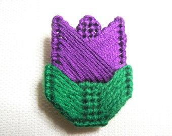 Vintage 80s Purple / Violet Tulip Flower Crocheted Pin