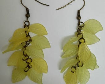 Drop earring clusters-bronze - leaf - yellow/green beads