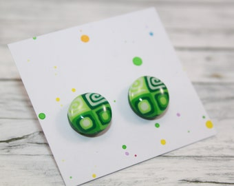 Green patterned stud earring