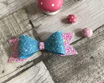 Large pink confetti & blue clip