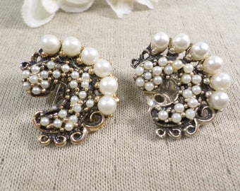 Beautiful! Very Vintage Silver Tone Pair Of Seed Bead And Faux Pearl Clip On Earrings  DL# 4734