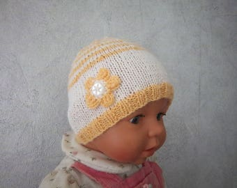 Ideal wool newborn hat for maternity (apricot/white)