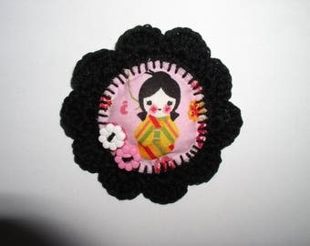 brooch little kokeshi with floral buttons