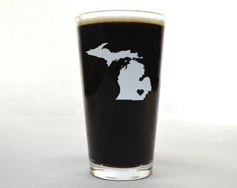 Michigan Beer Glass - State Pint Glass - Pint Glass - Personalized Pint Glass - Etched Pint Glass - Groomsmen Pint Glass