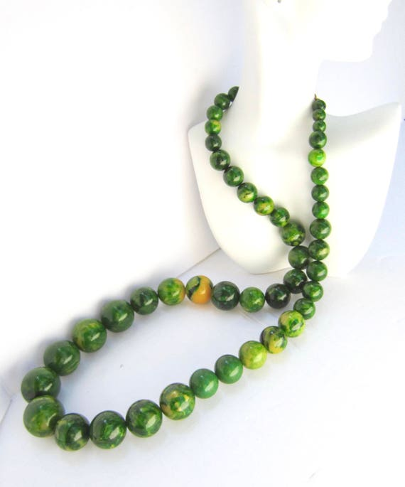 Massive Kenneth Jay Lane signed End-of-the-Day swirl GREEN Bakelite graduated bead NECKLACE ~192 gms of amazing, vintage costume jewelry